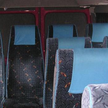 miejsca siedzące w mikrobusie